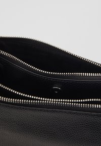 Calvin Klein - SIDED TRIO CROSSBODY - Taška spříčným popruhem - black - 4