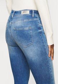 ONLY Tall - ONLBLUSH LIFE - Jeans Skinny Fit - medium blue denim - 4