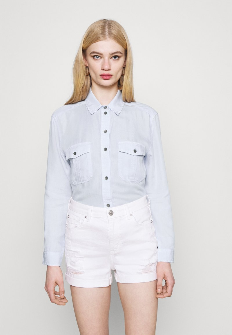 American Eagle - CORE MILITARY - Button-down blouse - ice blue