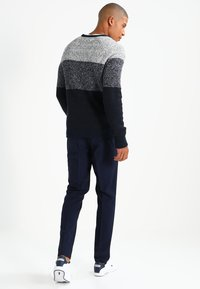 Pier One - Strikpullover /Striktrøjer - mottled dark blue - 2