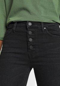 Marc O'Polo DENIM - KAJ CROPPED - Jeans Skinny Fit - black stretch wash - 4