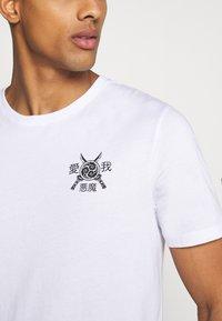 YOURTURN - T-shirt med print - white - 6