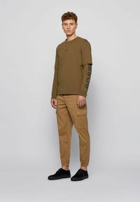 BOSS - Basic T-shirt - khaki - 1