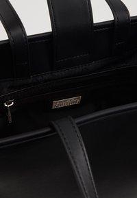 Versace Jeans Couture - MACRO LOGO - Sac à main - black - 5