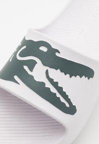 Lacoste - CROCO - Pool slides - white/dark green - 5