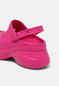Crocs - CLASSIC BAE - Tresko - candy pink - 5