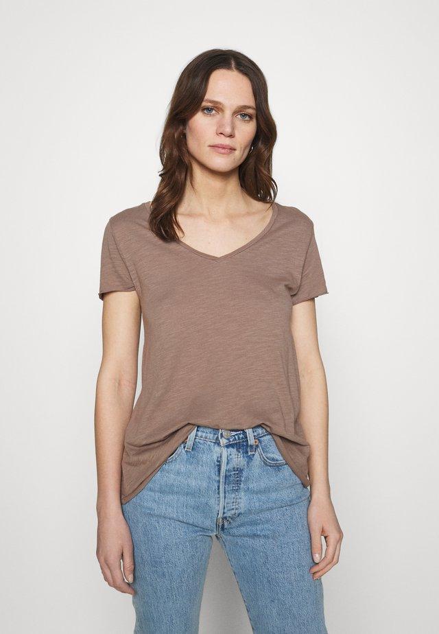JACKSONVILLE - Jednoduché triko - brun vintage
