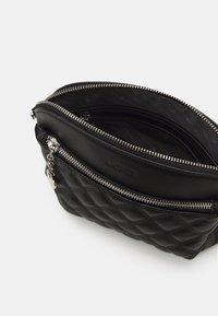 L.CREDI - GIULIETTA - Across body bag - black - 2