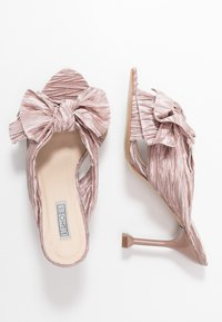 Nly by Nelly - FLIRTY BOW MULE - Mules à talons - pink - 3