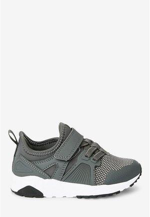 NAVY ELASTIC LACE TRAINERS (OLDER) - Zapatillas - grey