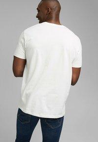 Esprit - ARTWORK - Print T-shirt - off white - 5