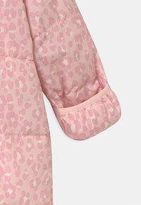 GAP - SNOWSUIT - Lyžařská kombinéza - pink cameo - 4