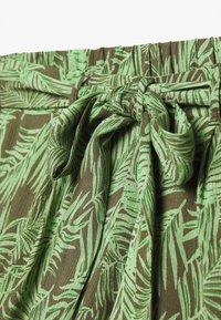 Noisy May Petite - NMFLORA - Shorts - kalamata/green ash - 2
