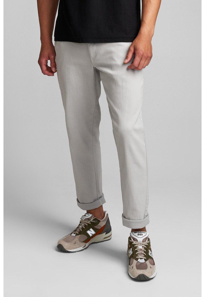 Anerkjendt - Trousers - glacier gray
