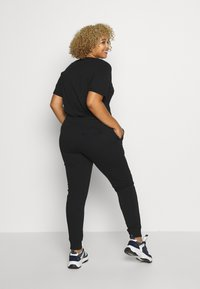 Fila Plus - EIDER PANT - Pantaloni sportivi - black - 2