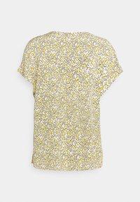 mine to five TOM TAILOR - BLOUSE V NECK PRINTED - Camiseta estampada - mellow yellow - 1