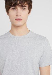 Filippa K - TEE - Basic T-shirt - light grey - 4