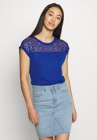 ONLY - ONLNEW NICOLE LIFE - T-shirts med print - mazarine blue - 0