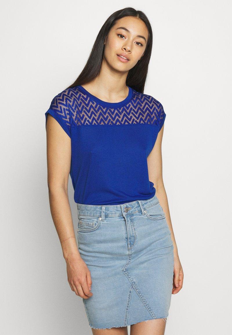 ONLY - ONLNEW NICOLE LIFE - T-shirts med print - mazarine blue