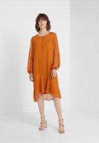 Bruuns Bazaar - MARIAH MADELINE DRESS - Vardagsklänning - sundan brown - 1