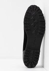 Gabor - Ballet pumps - schwarz/cognac - 6