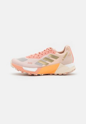 TERREX AGRAVIC ULTRA - Běžecké boty do terénu - white/gold metallic/acid orange