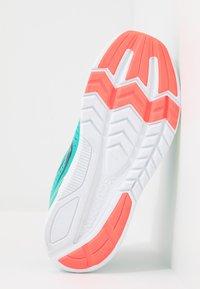 Saucony - KINVARA 11  - Chaussures d'entraînement et de fitness - mutant - 5