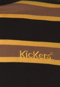 Kickers Classics - STRIPE SLEEVE TEE - T-shirt con stampa - black / brown - 2