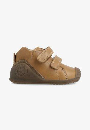 APENA - Zapatos de bebé - marron arena