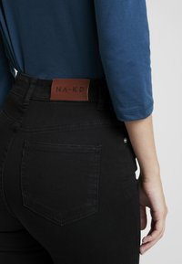 NA-KD - HIGH WAIST - Jeans Skinny Fit - black - 5