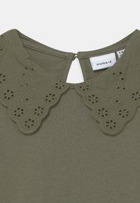 Name it - NKFHEIDIL - Print T-shirt - deep lichen green - 2