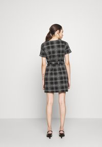 New Look Petite - CHECK BELTED TUNIC - Jumper dress - black - 2