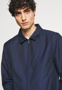 Isaac Dewhirst - HARRINGTON JACKET DRAWCORD TROUSERS SET - Summer jacket - dark blue - 5