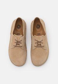 Birkenstock - GARY NARROW FIT UNISEX - Volnočasové šněrovací boty - ginger - 3