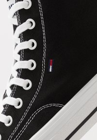 Tommy Jeans - CLASSIC MID - Sneakers high - black - 5