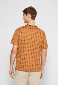 MCM - SHORT SLEEVES - T-shirt imprimé - cognac - 2