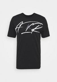 SCRIPT AIR CREW - Print T-shirt - black/white/smoke grey