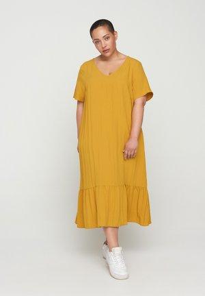 VMACY DRESS - Trikoomekko - HARVEST GOLD