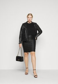 ONLY Carmakoma - CAREMILIA ROCK COATED SKIRT - Mini skirt - black - 1