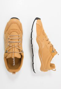 Timberland - RIPCORD LOW SNEAKER - Sneakersy niskie - wheat - 1