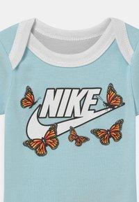Nike Sportswear - SET  - T-shirt z nadrukiem - glacier blue - 2