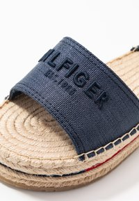 Tommy Hilfiger - TROPICAL FADE OPENED - Alpargatas - sport navy - 2