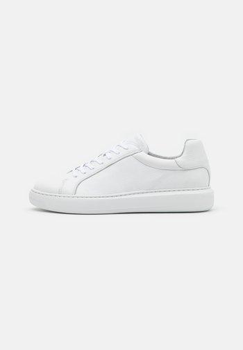 BIAKING  - Sneakers basse - white