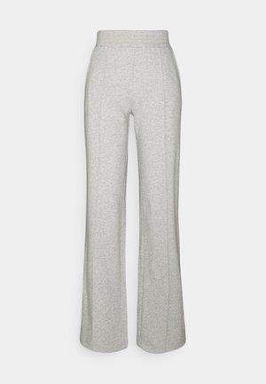 PCCHILLI WIDE PANTS - Tracksuit bottoms - light grey melange