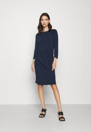 VMMELINDA DETAIL DRESS - Žerzejové šaty - navy blazer