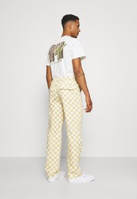 Vintage Supply - CHECKERBOARD PANT UNISEX - Stoffhose - offwhite - 2