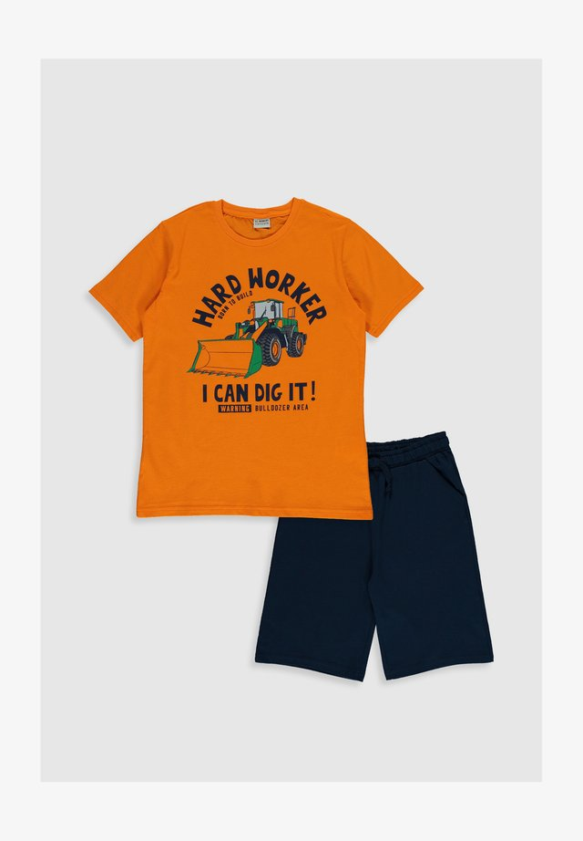 ANZUG - Shorts - orange