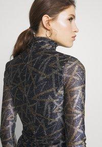 Victoria Victoria Beckham - PLEATED DRESS - Korte jurk - petrol blue/gold - 4