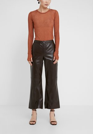 VERCANO - Pantalón de cuero - warm brown