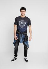 Supply & Demand - FUSE - T-shirt con stampa - black - 1